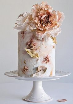We've prepared the most trendy wedding cake styles for your inspiration. Сheck out top 10 wedding cake trends for every style, theme, and budget 😍 country chocolat mariage cake cake country cake recipes cake simple cake vintage Creative Wedding Cakes, Beautiful Wedding Cakes, Wedding Cake Designs, Beautiful Cakes, Amazing Cakes, Cake Wedding, Tall Wedding Cakes, Bolo Glamour, Dessert Makers