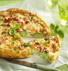 Quiche with Brugge Blomme and vegetables Quiche Muffins, Belgian Food, Savory Tart, Tasty, Yummy Food, Quiches, Vegetable Pizza, Nutrition, Lunch