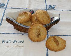 Ecco un' altra ricetta che potete preparare per un tè con le amiche: i biscotti alle noci. Anche questi biscotti, come altri che ho preparato di recente,...
