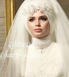 "11.4b Beğenme, 7 Yorum - Instagram'da Tesettür Gelinlik Baş Tasarım (@setrinur): ""Setri Nur Aşktır "" Muslim Wedding Dresses, Wedding Hijab, Wedding Gowns, Hijab Bride, Mode Hijab, Hijab Fashion, Bridal Style, Veil, Wedding Photos"