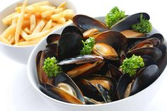 Mussels, Open Fries and Wine from Moules et Frites Fish Dishes, Seafood Dishes, Fish And Seafood, Fish Recipes, Seafood Recipes, Cooking Recipes, Mussel Recipes, Seafood Appetizers, Recipes Dinner
