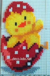 DECO.KDO.NAT: Perles hama: poussin coquille rouge pied