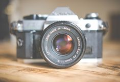 gray and black DSLR camera in shallow focus photography Vintage canon camera on wooden table Focus Photography, Photography Lessons, Photography Projects, Video Photography, Drones, Andreas Gursky, Internet Money, David Lachapelle, Digital Timer