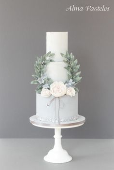 French vintage styled wedding cake