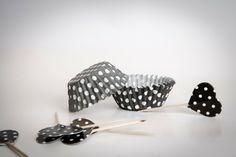 Pirottini CUPCAKE base di carta pois bianco/nero di buyititaly su DaWanda.com
