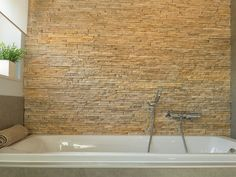 #badkamer #bad #mozaïek #tegels • www.thuisbest.be Home, Bathtub, Douche, Alcove, Bathroom