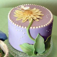 Pretty Birthday Cakes for Women Pretty Birthday Cakes, Birthday Cakes For Women, Pretty Cakes, Beautiful Cakes, Flower Birthday, 50th Birthday, Cupcakes, Cupcake Cakes, Cupcake Ideas