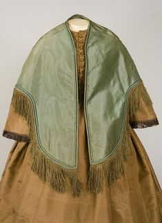 ∫ Cloak ∫ Useful mantle.  Transforms any character into a Victorian woman, and transforms anyone into someone else. Easy to put on, easy to make.  The fringe trim is a bit late (not to mention expensive).
