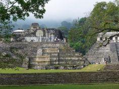 Le Palais et le Temple des inscriptions, édifices emblématiques du site archéologique de Palenque.