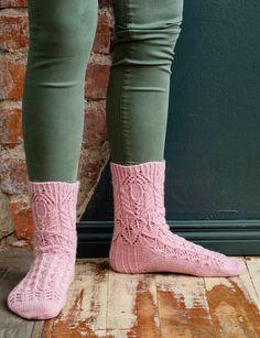 Merja Ojanperän Haave vain -pitsineulesukat | Meillä kotona Knitting Socks, Knit Socks, Leg Warmers, Handicraft, Mittens, Knitting Patterns, Legs, Crochet, Fashion
