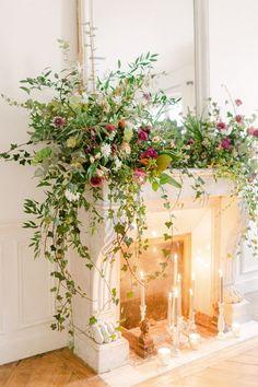 Christmas Fireplace, Christmas Mantels, Paris Christmas, Christmas Tables, Nordic Christmas, Xmas, Wedding Flower Arrangements, Floral Arrangements, Deco Floral