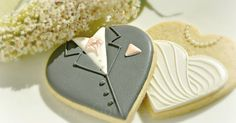 Bride and Groom heart shaped cookies with flowers for a wedding, cookies and photo by Honeycat Cookies Fancy Cookies, Iced Cookies, Cute Cookies, Cookies Et Biscuits, Cupcake Cookies, Sugar Cookies, Flower Cookies, Valentine Cookies, Easter Cookies