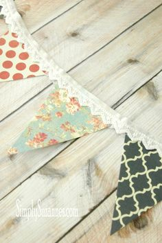 Easy-to-make Summer bunting - diy and joy Paper Bunting, Fabric Garland, Bunting Garland, Fabric Bunting, Bunting Ideas, Diy Bunting, Vintage Bunting, Buntings, Sewing Crafts