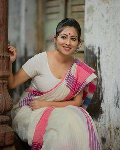 Hot indian girls in saree Beautiful Girl Indian, Beautiful Saree, Beautiful Women, Beauty Full Girl, Beauty Women, Beauty Girls, Indiana, Look At Her Now, Most Beautiful Bollywood Actress