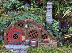 Fiddlehead Piros kunyhó 17252 Fairy Tree Houses, Fairy Garden Houses, Gnome Garden, Fairy Gardening, Fairies Garden, Garden Cottage, Garden Stakes, Bougie Led, Magical Tree