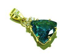 Turmalina indicolita : Uma variedade de gema das turmalinas , sua cor é azul é muito bela ! pingente ouro 18k