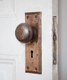after Old Door Knobs, Vintage Door Knobs, Painted Door Knobs, Vintage Doors, Vintage Metal, Vintage Farm, Vintage Ideas, Antique Metal, Vintage Stuff