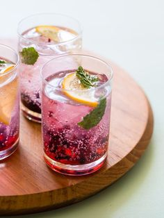 A different twist on the typical gin and tonic. Our Blackberry & Meyer Lemon Gin & Tonics are really refreshing, and have a mint garnish. Cocktail Gin, Best Gin Cocktails, Easy Summer Cocktails, Cocktails To Try, Gin Cocktail Recipes, Classic Cocktails, Beste Cocktails, Colorful Cocktails, Cocktails Using Gin