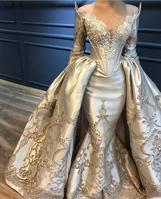Evilenne Are you wanting a glamorous wedding dress for your special day? We have a list of several gold glam Wedding dress photos that have stunning look into the design. Bridal Gowns, Wedding Gowns, Party Gowns, Huge Wedding Dresses, Queen Wedding Dress, Gala Gowns, Princess Wedding, Prom Dresses Long With Sleeves, Beautiful Gowns