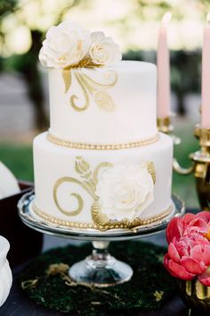 gold and ivory cake - photo by Justina Louise Photography http://ruffledblog.com/willamette-valley-vineyard-wedding-shoot