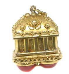 Cabochon Coral  14k Yellow Gold Locket Box Charm Pendant. Don't you just love the older charms?
