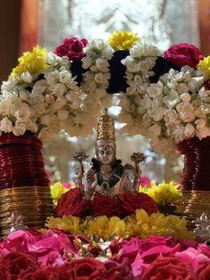 Diwali Pooja, Diwali Diy, Diwali Rangoli, Diwali Decorations At Home, Festival Decorations, Tara Goddess, Goddess Lakshmi, Happy Marriage Anniversary Cake, Pooja Door Design