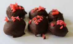 Truffles are one of my go-to treats for the holidays. They're a delicious treat that would be considered a bit of a luxury when bought from a chocolate shop. Once you get the hang of. Chocolate Shop, Chocolate Desserts, Dragon Recipe, Yummy Treats, Sweet Treats, Truffle Shuffle, Amazing Cakes, Truffles, Sweets