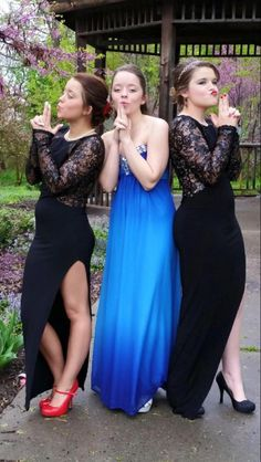 A Charlie's Angels pose! Prom picture idea