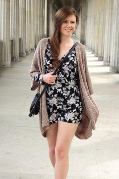 Jumpsuit | Cardigan | Fashionblogger | Summer outfit | Summer look | Brunette | Sandalen | geblümt | Jumpsuit H&M | JustMyself | OOTD | girl | beautiful | pretty | brown hair | girly