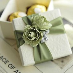 Send out your favors with cheap gift boxes,wedding gift card box and clear favor boxes and you can have the best green rose favor box with ribbon wedding party favor candy boxes christmas gift boxes new from beauties_factorys. Baby Gift Wrapping, Creative Gift Wrapping, Gift Wrapping Paper, Wrapping Ideas, Elegant Gift Wrapping, Wedding Gift Wrapping, Cheap Gift Boxes, Gift Card Boxes, Cheap Gifts