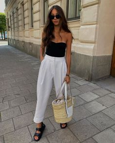 The Chic Anti-Loungewear Trend I Want to Wear This Fall Vogue Fashion, 70s Fashion, Fashion 2020, Daily Fashion, Street Fashion, Arnhem Clothing, Monochrome Outfit, Cute Summer Outfits, The Chic