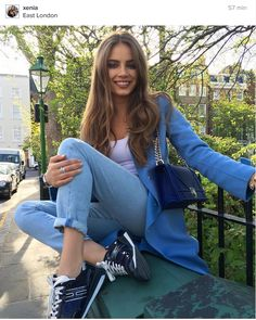 "Xenia Tchoumitcheva: ""Happy vibes."" Facebook: https://www.facebook.com/groups/167417620276194/"