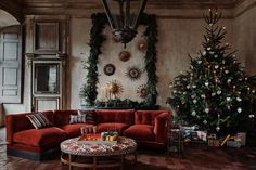 How to Decorate a Christmas Tree - Christmas Tree (houseandgarden.co.uk)