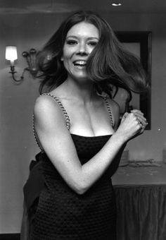"""Prachtig @OnlineGalerij: 30 vintage foto's van mooie mensen! / Diana Rigg in 1967 / http://www.onlinegalerij.nl/2015/01/17/30-vintage-fotos-van-mooie-mensen/… """""""