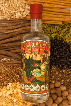Vánagandr, unha nova xenebra galega London Gin, Gin Brands, Gin And Tonic, Whiskey Bottle, Liquor, Ruin, Spirituality, Alcohol, Clock