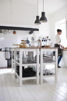 STENSTORP roltafel | IKEA IKEAnl IKEAnederland inspiratie wooninspiratie interieur wooninterieur koken eten diner keuken eiken werkblad aanrecht hout rvs roestvrijstaal handig kookeiland