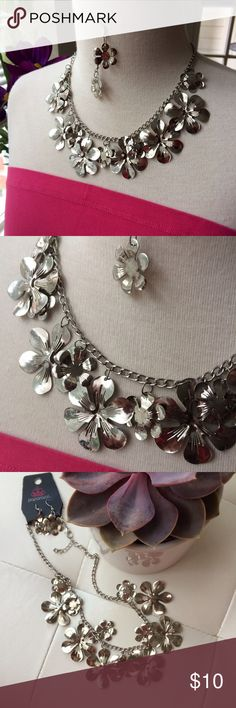 """🌸Brand new flower necklace & earring set Cute necklace & earring set new on jewelry card - dangling silvertone flowers & drop earrings to match. Earring drop is about 1"""", metal is very lightweight-aluminum or alloy likely. Paparazzi Jewelry"""