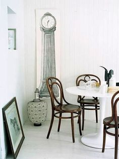 Thonet with Saarinen tulip table -- a great pairing