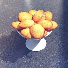 Sponge cake lighter than Air Sponge Cake, Piece Of Cakes, Lighter, Peach, Fruit, Food, Madeleine, Meal, Biscuit Cake