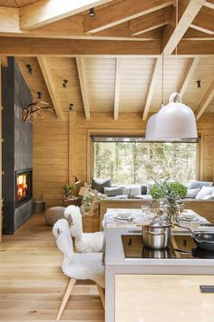 Rustic Living Room Decor Ideas Inspired By Cozy Mountain Cabins Cabin Interiors, Rustic Interiors, Scandinavian Interiors, Cabin Kitchens, Cabin Homes, House In The Woods, Style At Home, Home Fashion, Kitchen Remodel