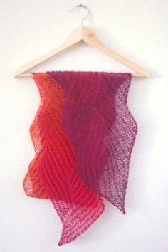 Lace version of Gretchen´s zigzag scarf by Nancy Marchant, published in Knitting Fresh Brioche - Creating Two-Color Twist & Turns