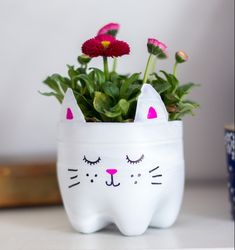 DIY cat flower pot from a plastic bottle. (via Try, Try, Try) (in German) DIY cat flower pot from a plastic bottle. (via Try, Try, Try) (in German) Cat Flowers, Spring Flowers, Flower Pots, Plastic Bottle Planter, Reuse Plastic Bottles, Diy And Crafts, Crafts For Kids, Bottle Cutting, Spring Activities