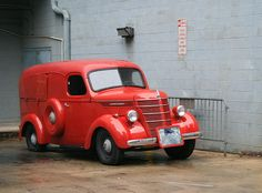 International Sedan Delivery, I made an enclosed trailer out of one of these that had the front end missing. A little tongue heavy but pulled real nice. Old Classic Cars, Classic Trucks, Station Wagon, Cool Trucks, Cool Cars, Panel Truck, Us Cars, Commercial Vehicle, Vintage Trucks