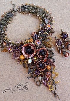 Nostalgia on the fly par Yuli-Ya Seed Bead Jewelry, Bead Jewellery, Jewelry Art, Beaded Jewelry, Beaded Necklace, Handmade Jewelry, Bead Embroidery Jewelry, Beaded Embroidery, Beadwork Designs