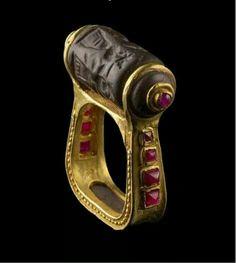 Anillo - sello de oro y rubíes, procedente de Mesopotamia, 3500- 3000 a. C.