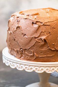 Homemade Cake Recipes, Milk Recipes, Cake Recipe No Milk, Chocolate Buttercream Frosting, White Cakes, Cake Plates, Melting Chocolate, Baking, Desserts