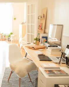 Here's how to decorate your desk so that it's perfect