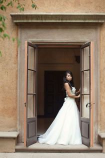 Love the open doors for a bridal picture