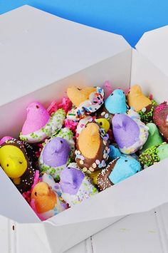 holiday gift basket ideas, DIY Easter Gift Ideas, Handmade Easter table decor ideas, Creative Easter decor ideas #Easter #ideas #holiday www.loveitsomuch.com