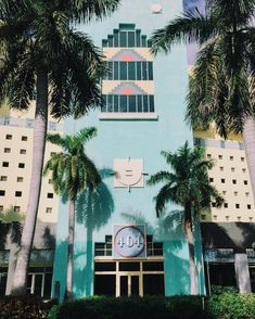 Discover 20 things to do in Miami including street art, the iconic ocean drive or kayaking through mangrove trails. There's more to Miami than South Beach! Miami Images, Miami Pictures, Beach Pictures, South Beach, Miami Beach, Miami Art Deco, Montreal, Art Deco Colors, Palm Trees Beach